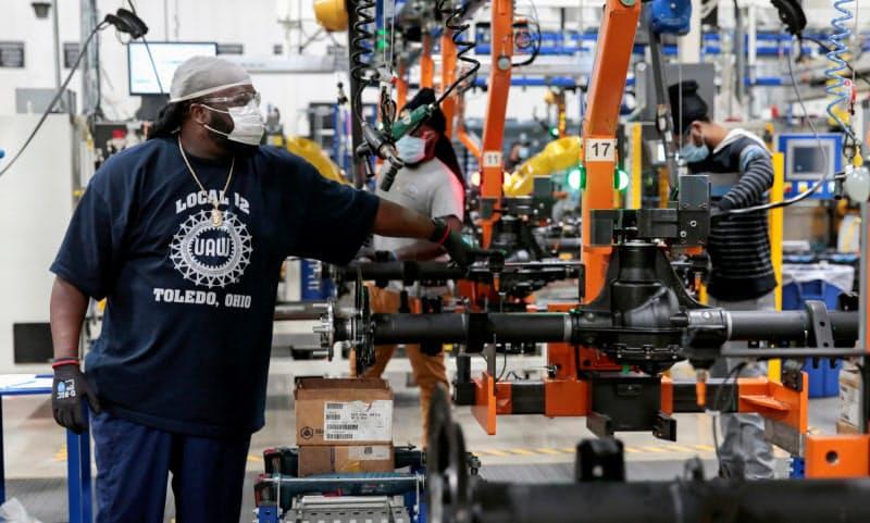 米製造業受注は2カ月連続で増加した(5月、オハイオ州の自動車部品工場)=ロイター