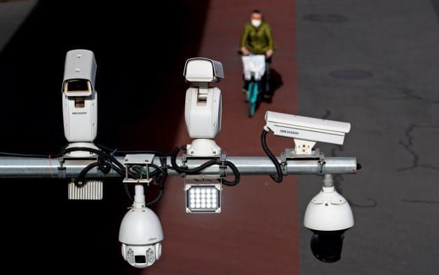 米国の中国AI企業に対する制裁は機能していないようだ(ハイクビジョンの監視カメラ)=ロイター