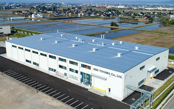 新工場は8月中旬に稼働し、藤沢工場で手がける大型ベアリングの熱処理工程を移管する