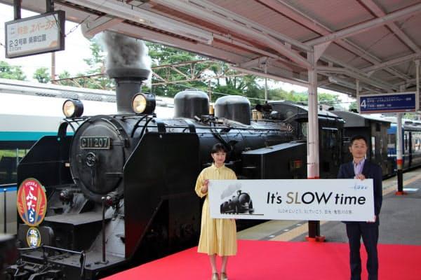東武鉄道は女優の門脇麦さんを起用し、SL大樹の新プロモーションを展開する(5日、栃木県日光市の東武日光駅)