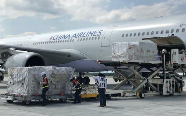 臨時貨物便の着陸料免除を続けている(7月、新千歳空港)