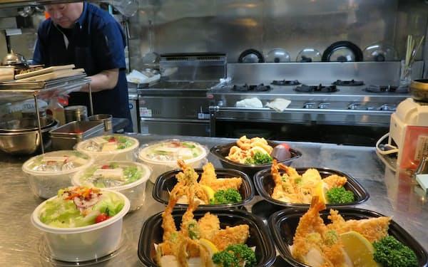 「おかずデリバリー」は飲食店が作った料理を職場に届ける(北海道函館市の居酒屋「魚まさ」)