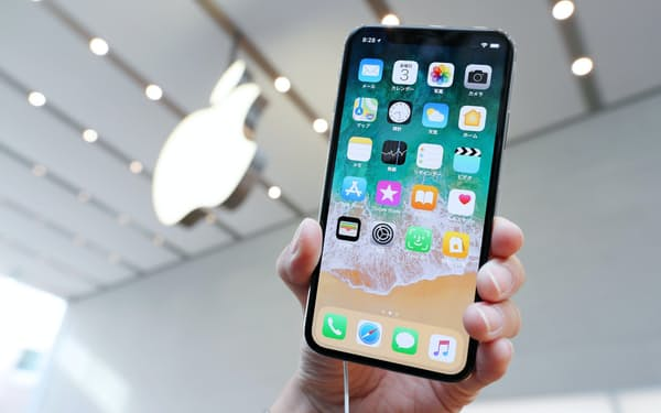 アップルとサプライヤーはiPhoneの受発注を巡って毎年心理戦を繰り広げている