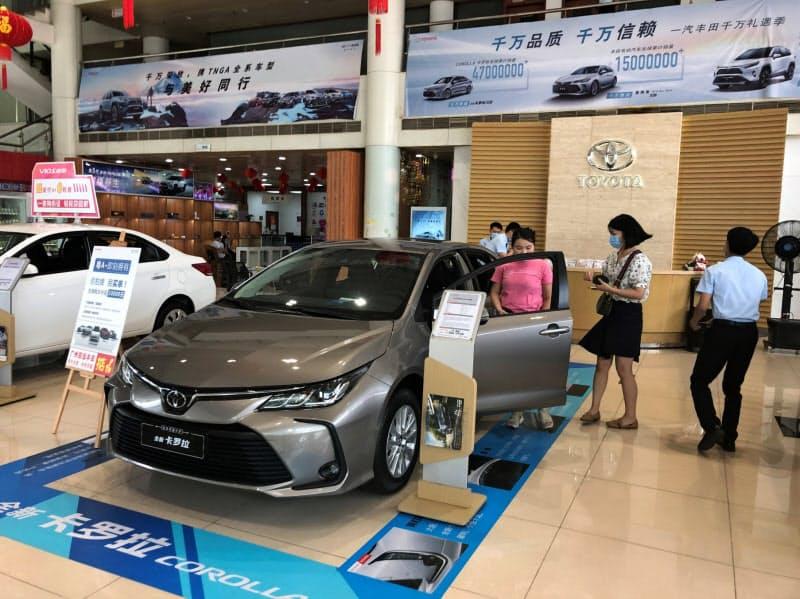 トヨタ自動車を筆頭に中国乗用車市場で日系ブランドのシェアが高まっている(広東省広州市のトヨタ販売店)
