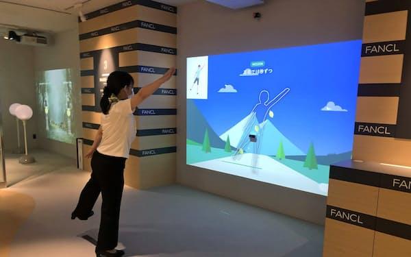 ゲーム感覚で身体のバランス感覚や反応速度などを測定できるフロアがある