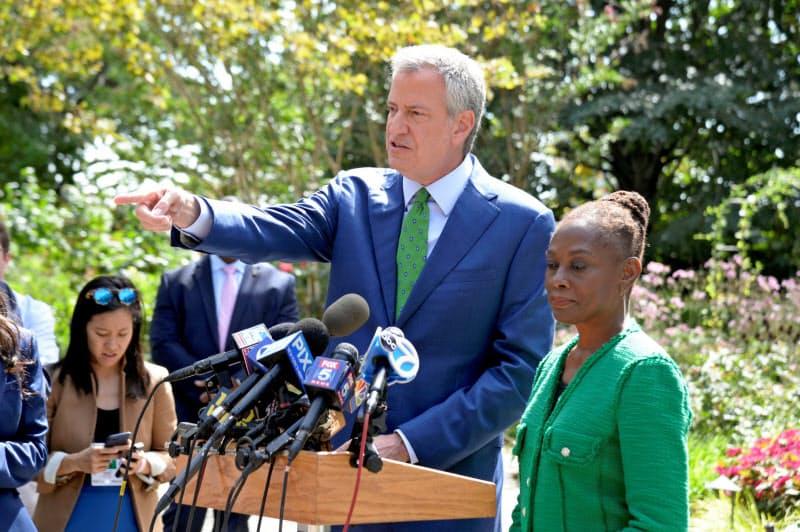 ニューヨークのデブラシオ市長=ロイター