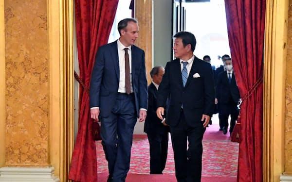 茂木外相は新型コロナの感染拡大後、日本の閣僚として初めて海外を訪問した=日本外務省提供