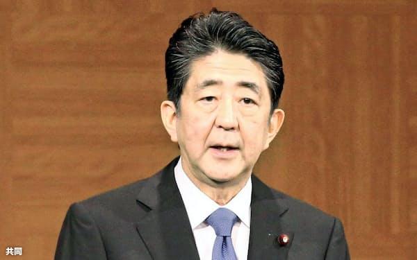 記者会見する安倍首相(6日午前、広島市)=代表撮影