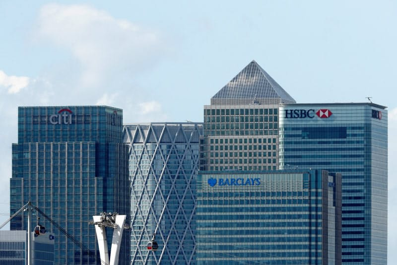 与信費用増と利ざや縮小が欧米銀の収益を圧迫している(英ロンドンの金融街カナリーワーフ)=ロイター
