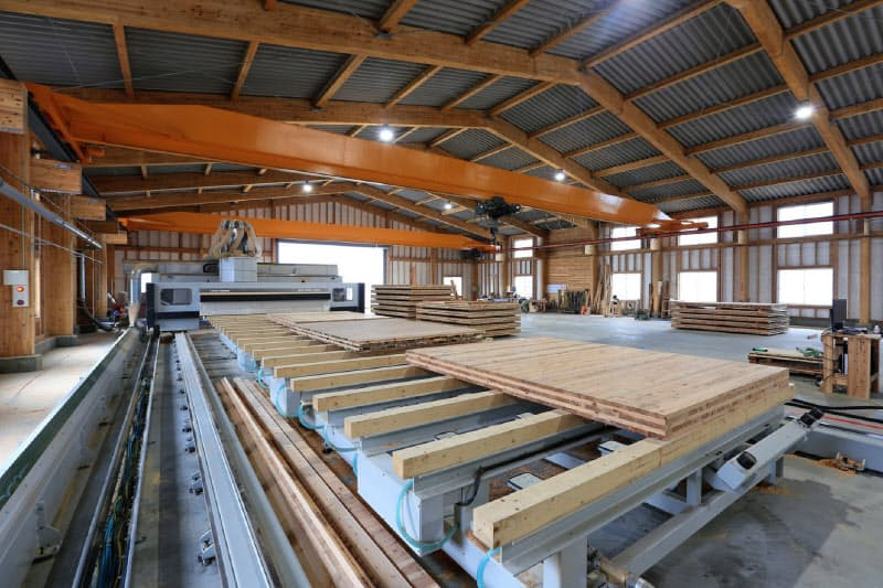 CLTを図面通りに加工する巨大な5軸CNC加工機(鹿児島県肝付町)