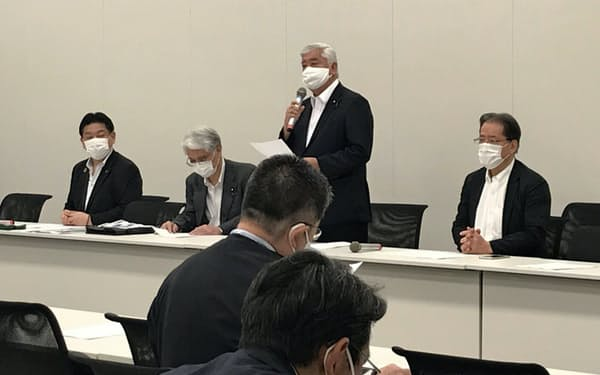 超党派議連の総会であいさつする自民党の中谷氏(6日、国会内)