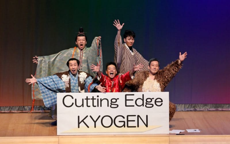 茂山千五郎家の狂言師5人組のユニットは改名後初のお披露目公演となる(撮影:飯島 隆/提供:兵庫県立芸術文化センター)
