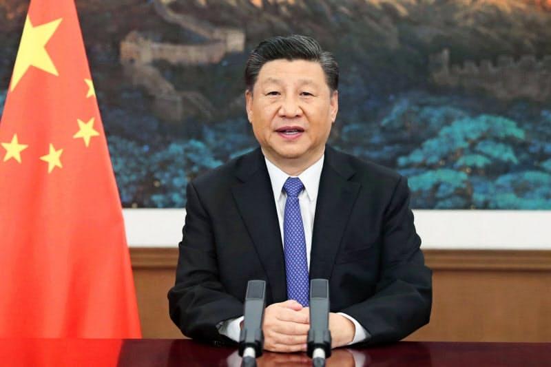 アジアインフラ投資銀行の年次総会の開幕式で演説する中国の習近平国家主席(28日)=新華社・共同