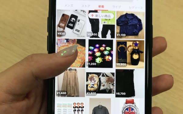 利用者増で大幅増収(メルカリのアプリ画面)
