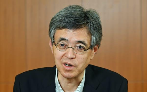 インタビューに答える氷見野良三金融庁長官(6日、東京・霞が関)