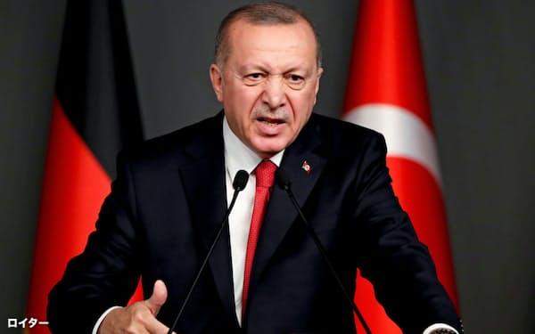 トルコのエルドアン大統領は景気対策を優先し、中銀に利下げを促してきた=ロイター