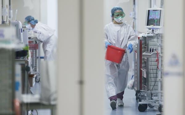 新型コロナウイルスの重症患者が入院する自衛隊中央病院(4月、東京都世田谷区)