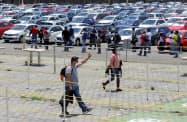 VWの工場に出勤する従業員(6月、メキシコ中部プエブラ州)=ロイター
