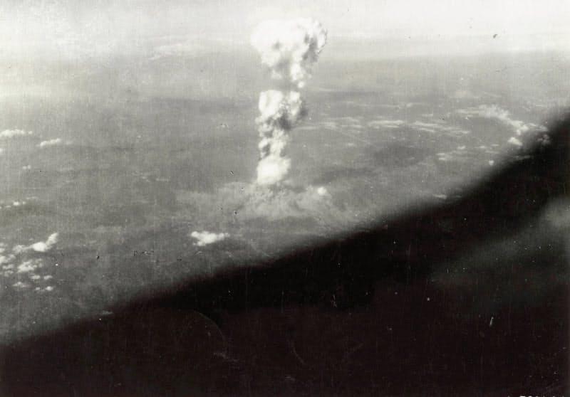1945年8月6日、広島に投下された原爆の後に発生したキノコ雲(米軍機より)=ロイター
