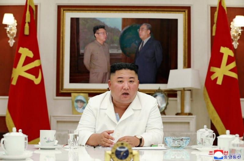 5日の党政務局会議に出席する金正恩氏=朝鮮中央通信・朝鮮通信