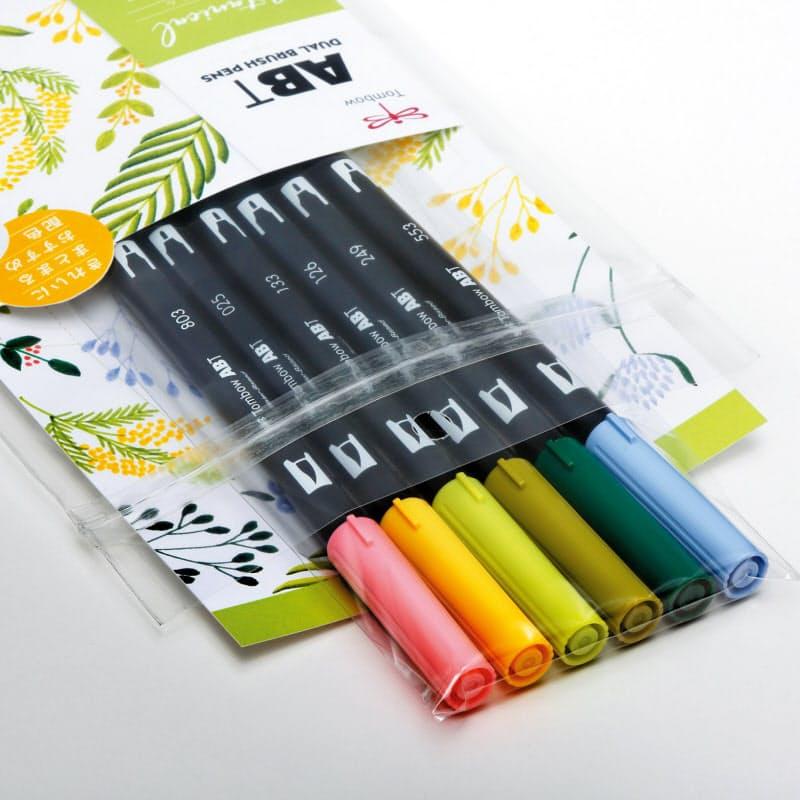 トンボ鉛筆が発売した、水彩マーカー「ABT」の6本セット。初心者でも色がまとまる6色を選んだ