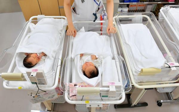19年の出生数は予想より2年早く90万人を割り込んだ