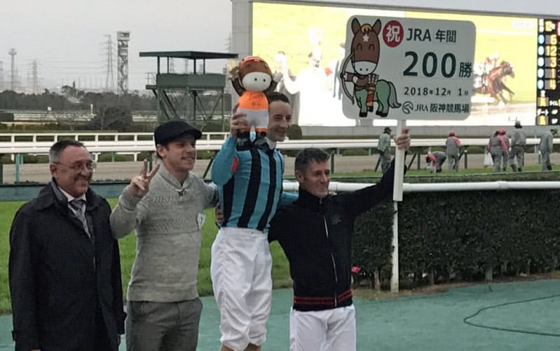 ルメール(右から2人目)は急速に勝利を重ねる(2018年)