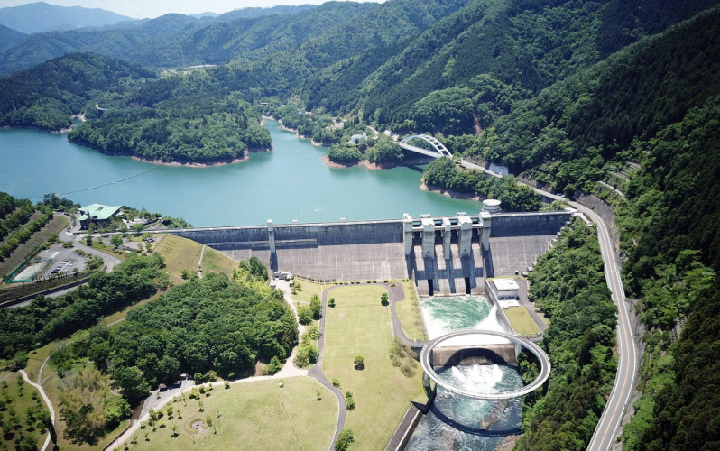 淀川水系で最大の日吉ダム(京都府南丹市・水資源機構提供)