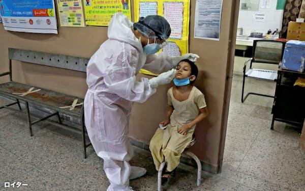 インドはコロナ感染拡大のペースが加速している=ロイター