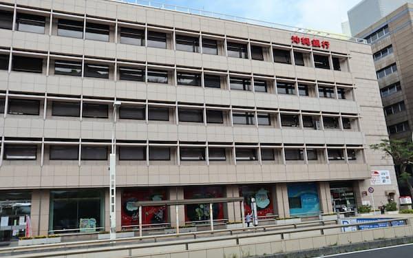 沖縄銀行の本店(那覇市)