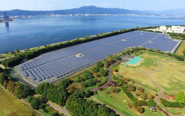 京セラは太陽電池の封止材技術を中国企業にライセンス供与する(写真は京セラ製パネルが使われている滋賀県のメガソーラー)