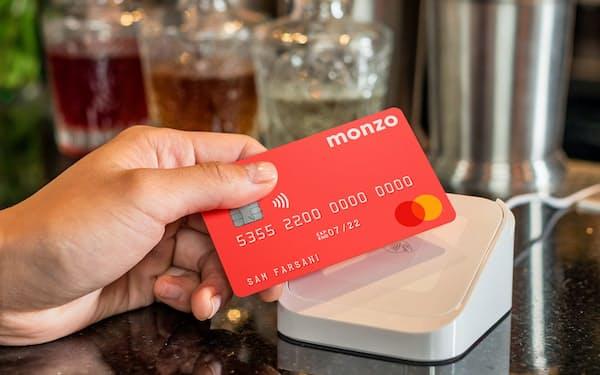 英アプリ専業銀行「モンゾ」のデビットカード