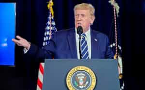 トランプ米大統領は大統領令の発動で打開を目指す(7日、ニュージャージー州)=ロイター