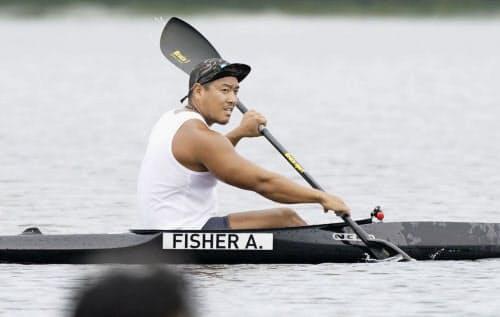 水上練習で汗を流したカヌー・スプリント男子カヤックフォアの松下桃太郎(8日、石川県小松市)=共同