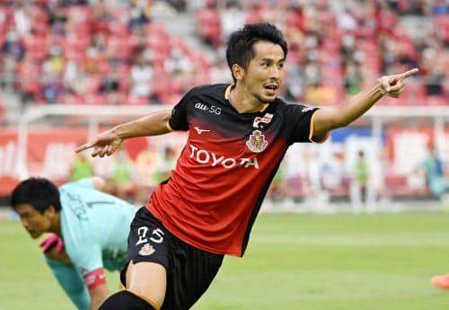 名古屋―浦和 前半、2点目のゴールを決め、駆けだす名古屋・前田(8日、豊田)=共同