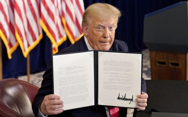 トランプ氏、失業給付増額へ大統領令 追加コロナ対策