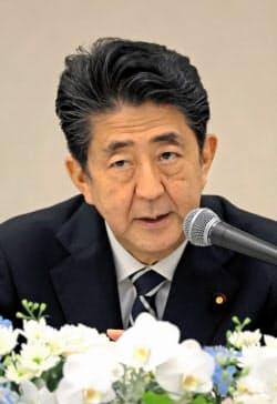 記者会見する安倍首相(9日午後、長崎市)=代表撮影