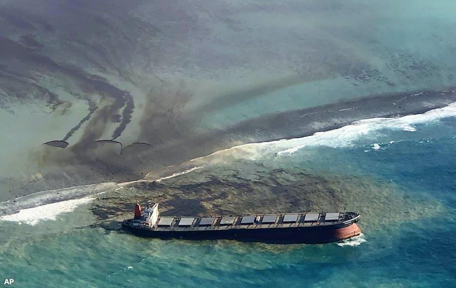 重油1000トン超流出 モーリシャスの環境・生態系に影響: 日本経済新聞