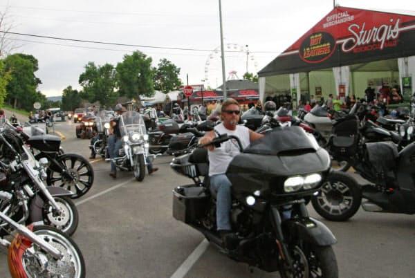 二輪愛好家の大規模イベントにはのべ25万人が集まるとされる(7日、サウスダコタ州スタージス) =AP