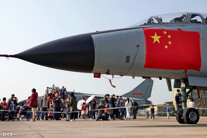 中国軍機、台湾海峡の中間線越境 米長官訪問けん制か: 日本経済新聞