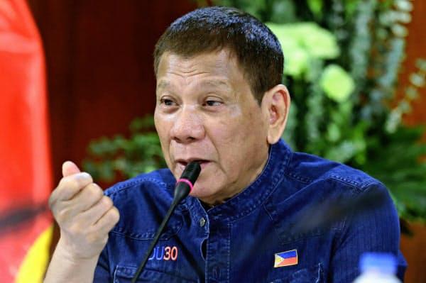 コロナ対応で中ロに傾斜するフィリピンのドゥテルテ大統領(7月30日)=大統領府提供・AP