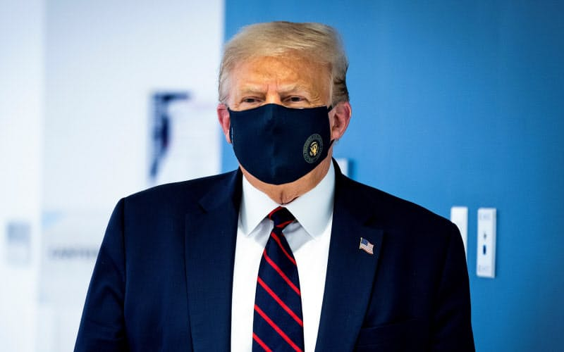 マスクの着用を促すことなどが遅かったトランプ氏の言動は、権威主義の対極にあることが多い=ロイター