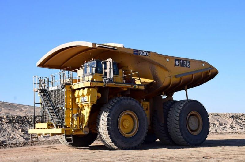 住友鉱山は自動運転で作業効率を上げる(南米の銅鉱山で使用する有人のトラック)