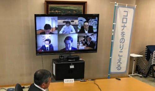 テレビ会議システムで意見交換した(東京・千代田、都道府県会館)
