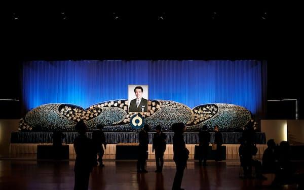お別れ会には日銀の雨宮副総裁、地方銀行や自治体のトップらが集まった