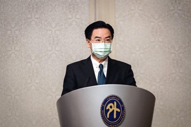 台湾の呉●(かねへんにりっとう)燮・外交部長(外相)は11日、アザー米長官と会談し、中国を批判した=中央通信社
