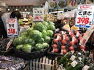 野菜の高値が続いている(8月、東京都江東区の食品スーパー)