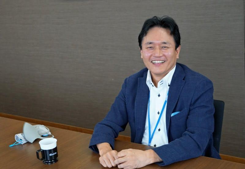 徳島ニュービジネス協議会の三木会長。オンラインが地理的な制約を取り除くと語る