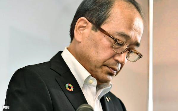 「黒い雨」訴訟の控訴判断について記者会見する松井一実広島市長(12日午前、広島市役所)=共同
