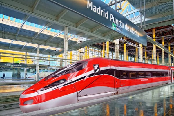 日立製作所とボンバルディアが受注し、スペインで運行される予定の高速鉄道「フレッチャロッサ1000」